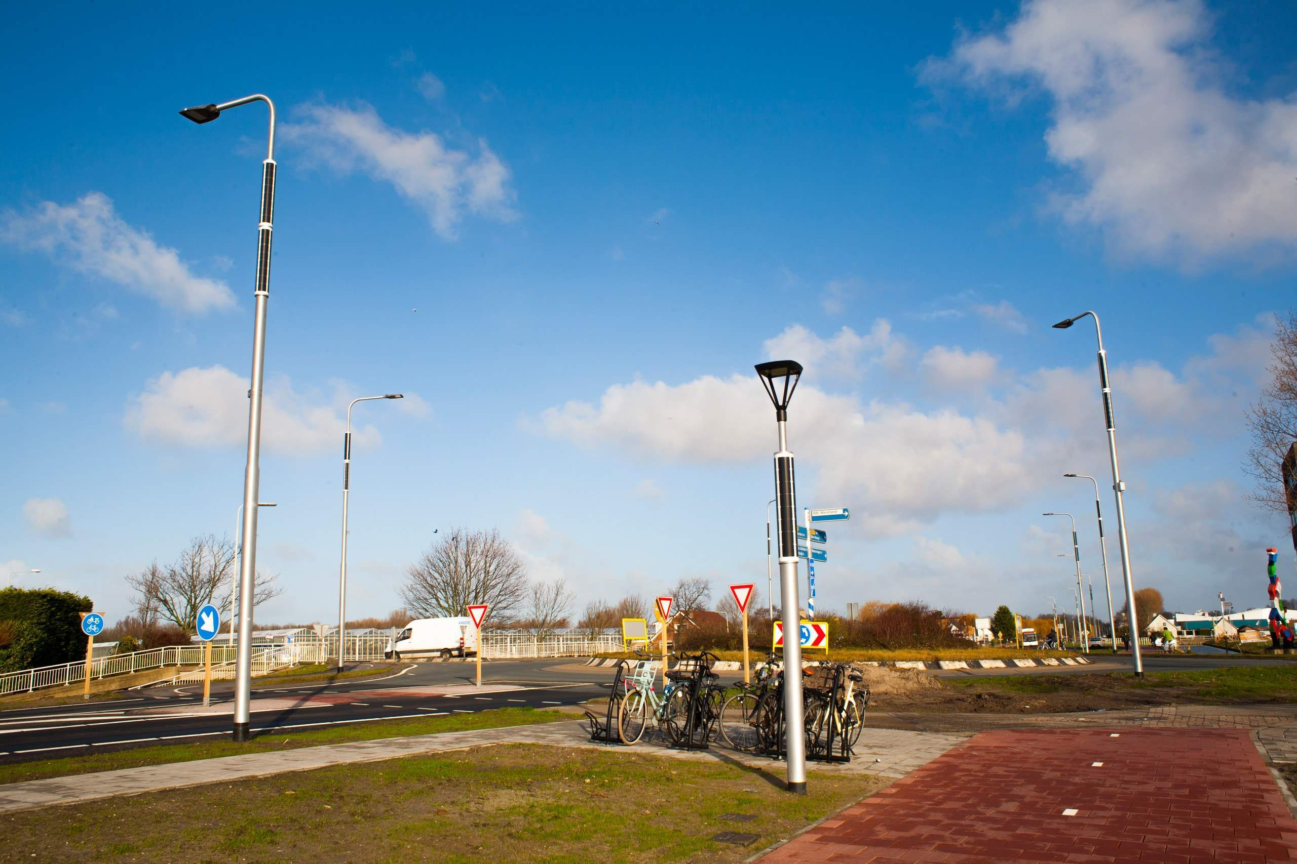 Grid-connected streetlight Soluxio at roundabout