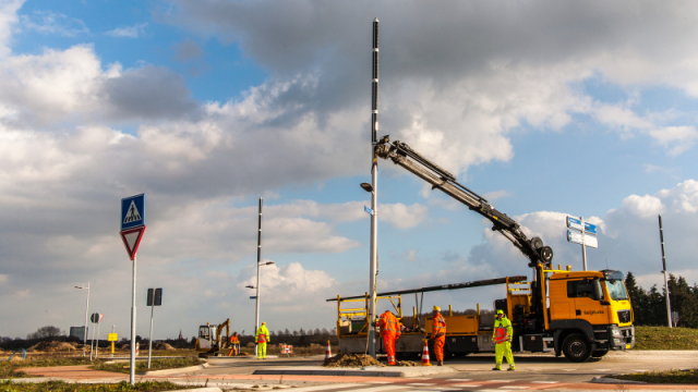 Installation of the Soluxio hybrid solar lights at a roundabout