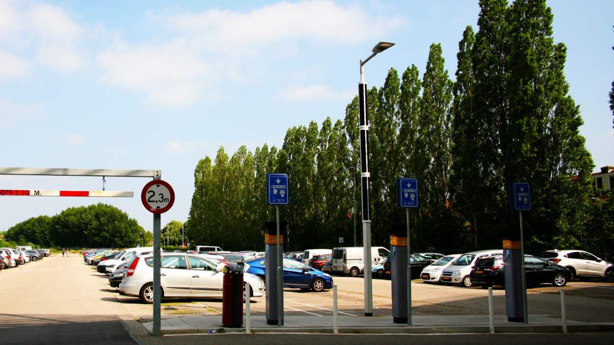 Soluxio solar parking lot lights in Dordrecht, the Netherlands