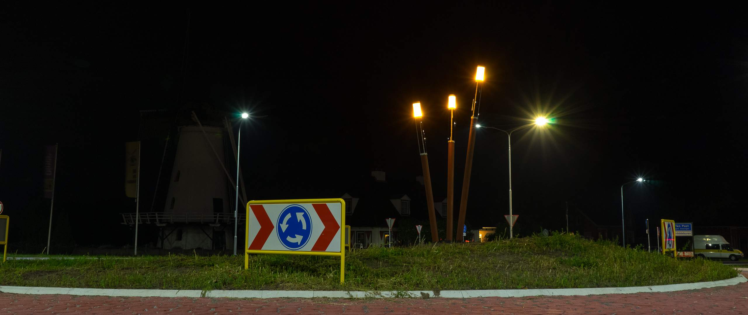 Soluxio design solar lights at roundabouts in Groningen