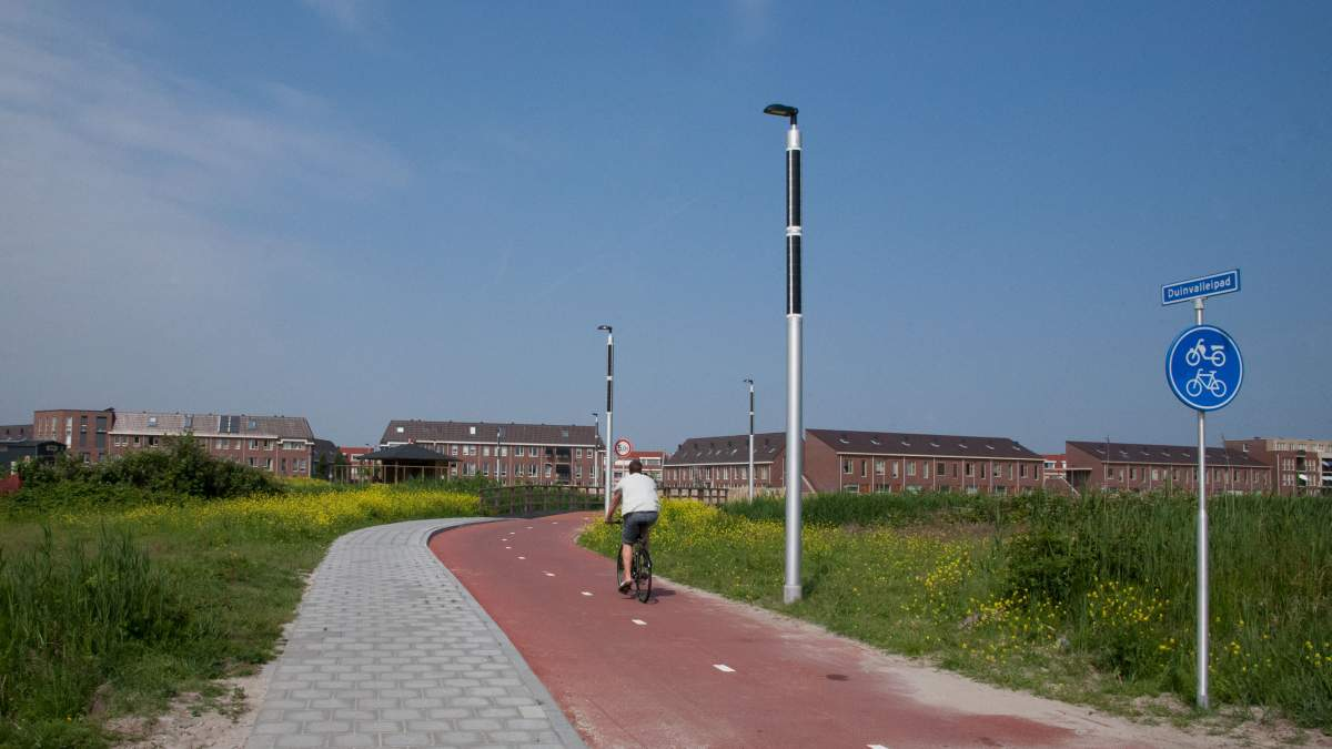 Soluxio pv lighting column installed in eco-friendly field