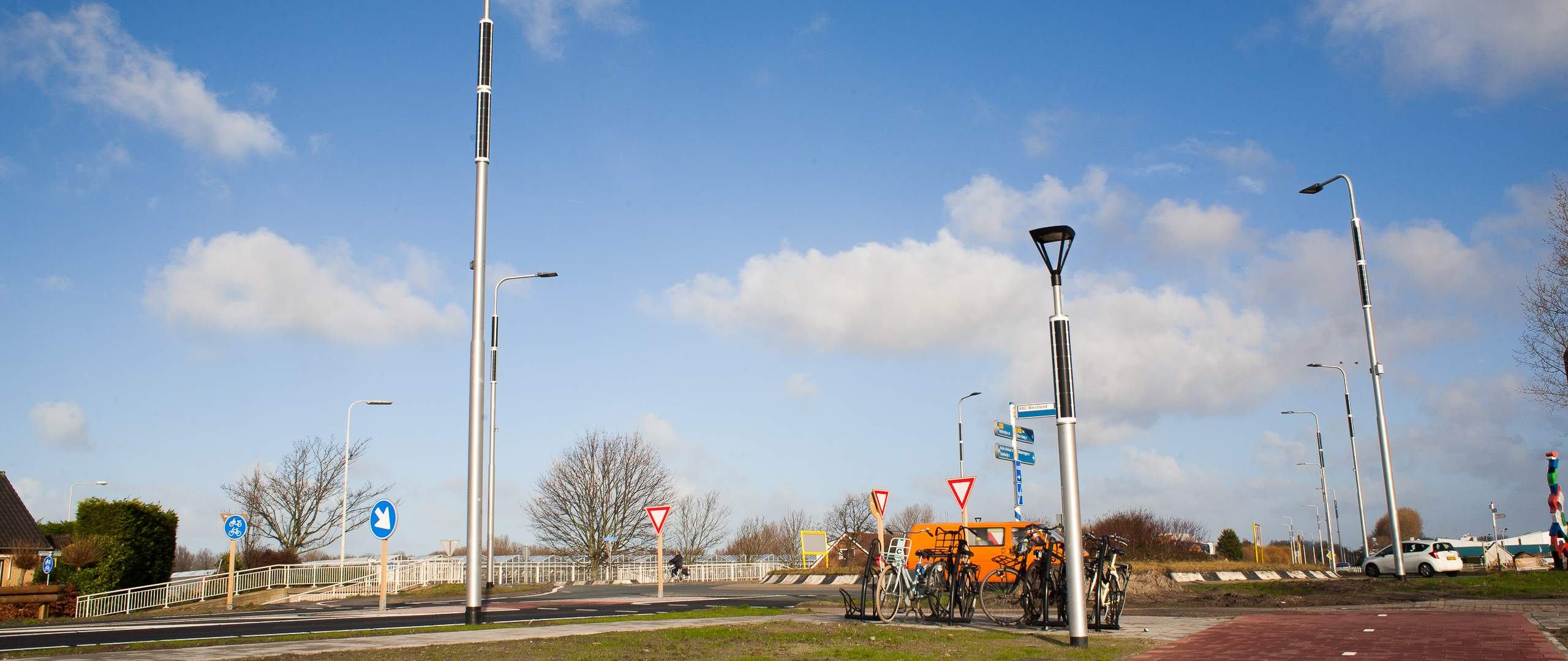Soluxio solar light post at roundabout in Holland
