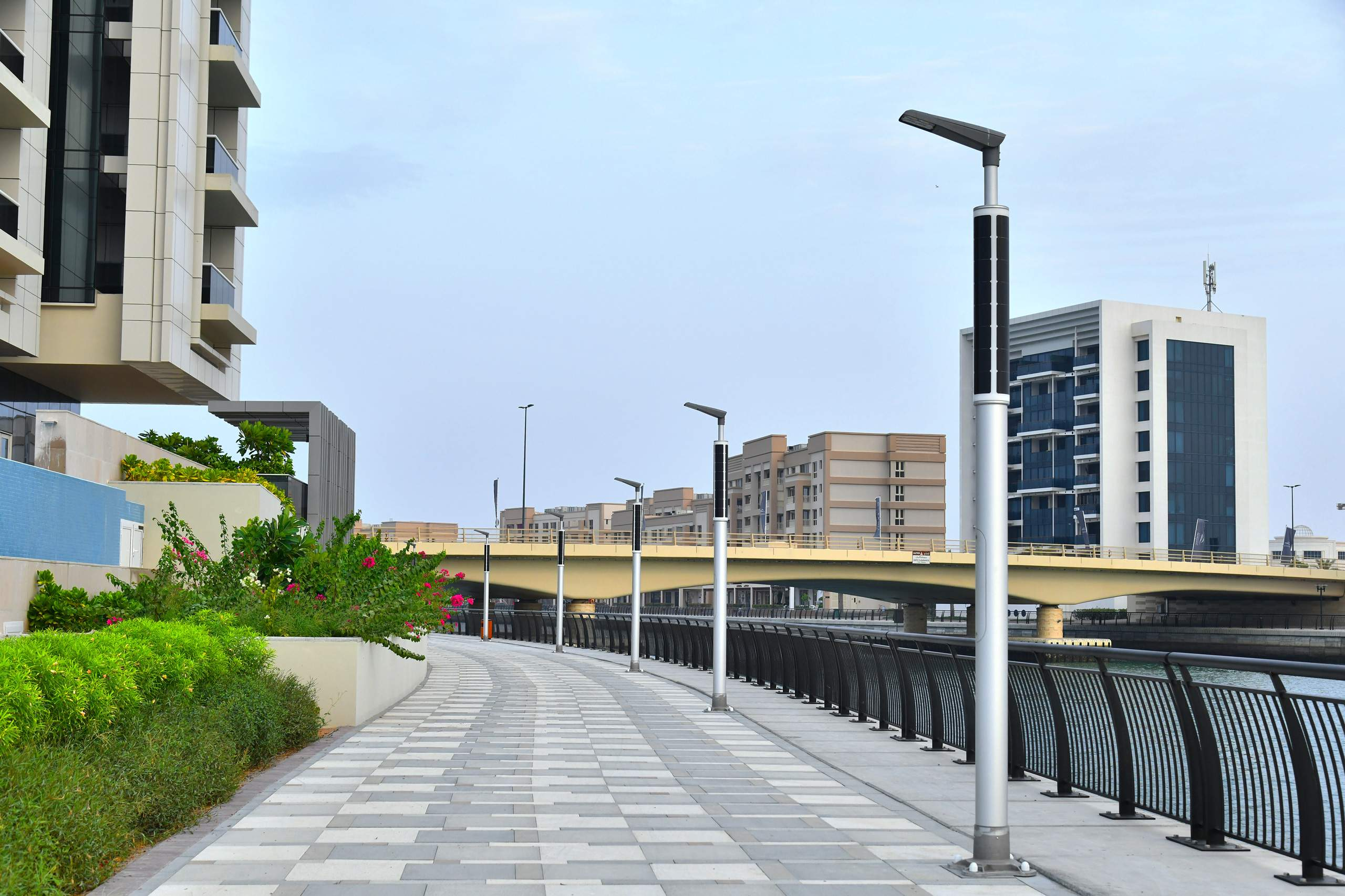 Solar-powered boulevard masts