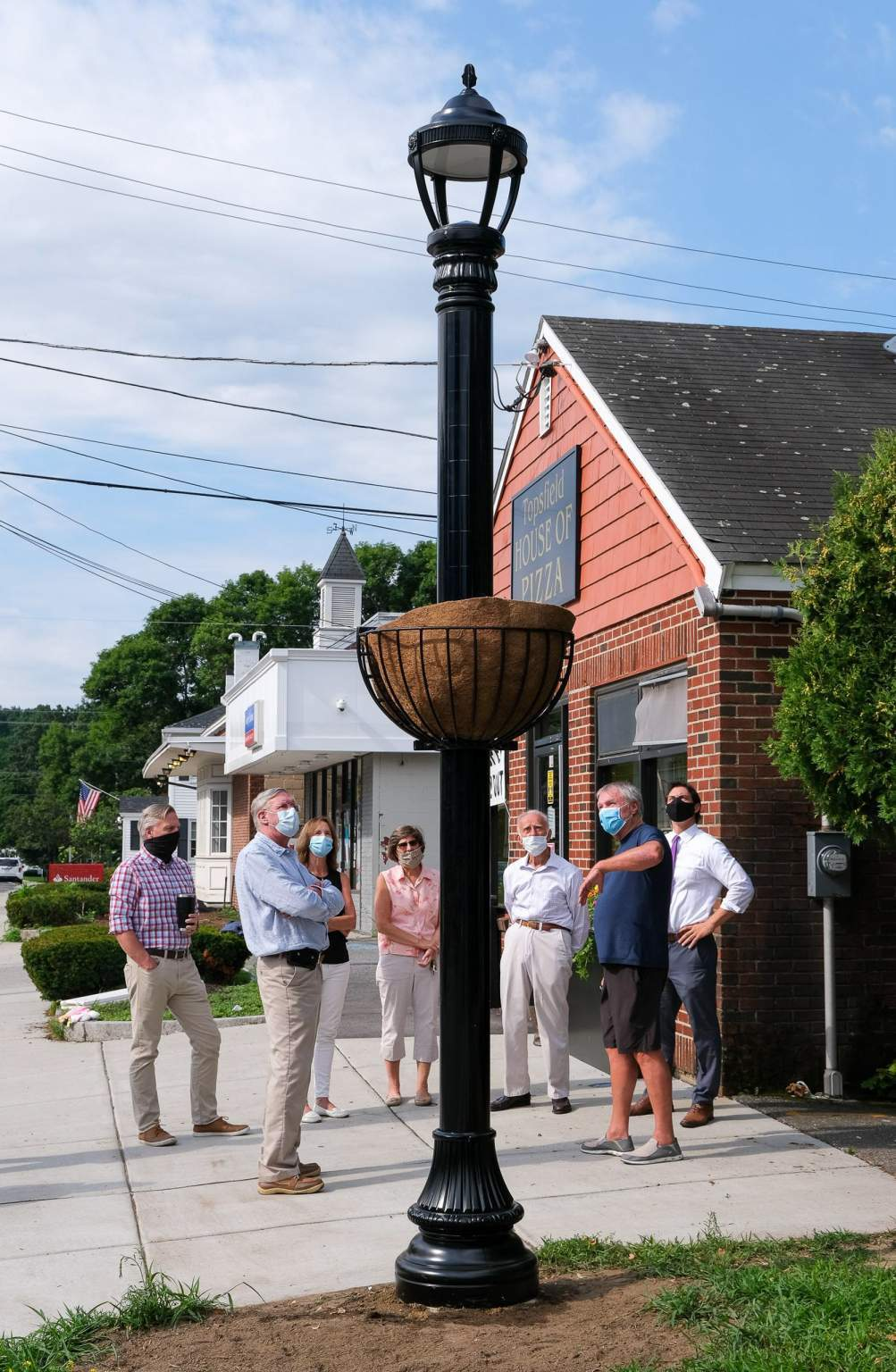 Soluxio solar street light with a traditional look